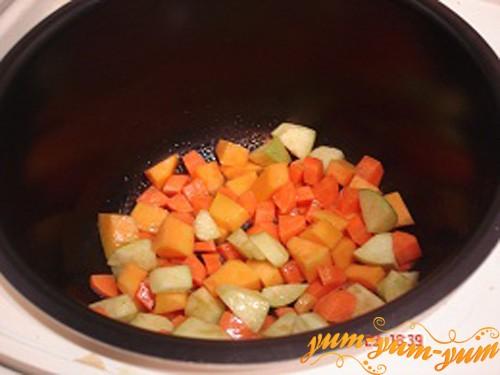 Обжариваем овощи в сковороде