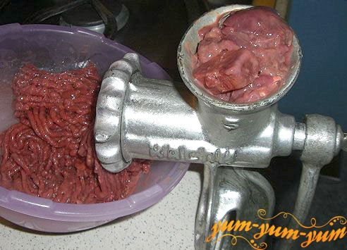 Пропускаем печень через мясорубку