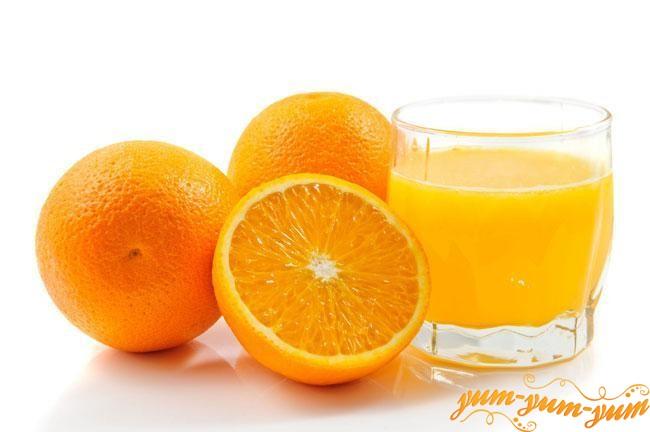 Стакан свежо выжатого апельсинового сока