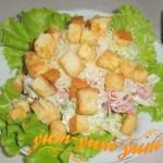 Салат с копченой курицы с ананасами