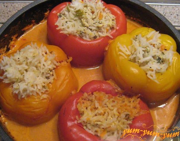 Заливаем фаршированный перец соусом