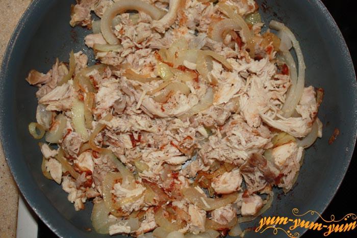 Жарим лук и курицу для запеканки