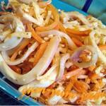 Кальмары тушеные с овощами и орехами