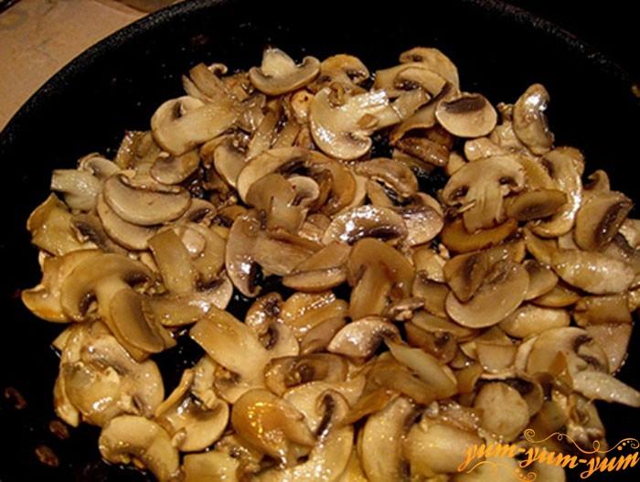 Обжариваем грибы на растительном масле