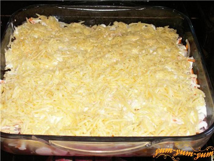 Посыпаем вс сыром и ставим в духовку