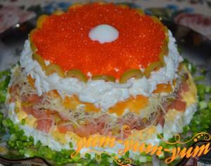 Салат с семгой сыром и яйцом