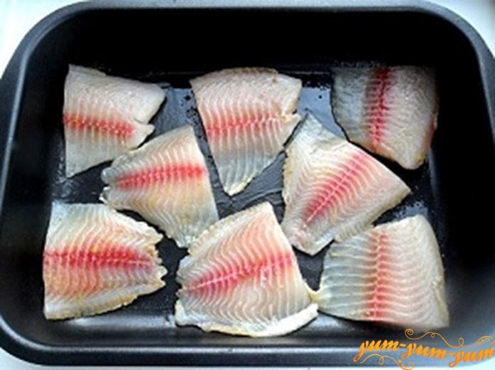 Выкладываем рыбу на протвинь