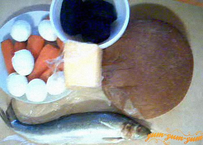 селедка, хлеб, свекла, морковь и сыр