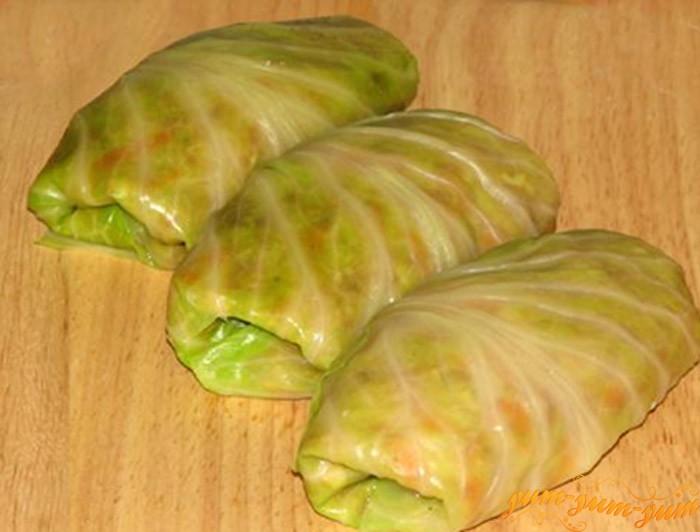 Заворачиваем начинку в листья капусты