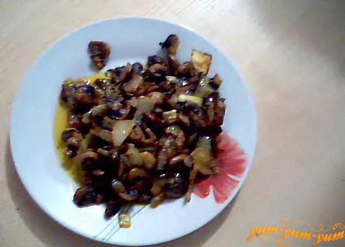жарим лук и грибы