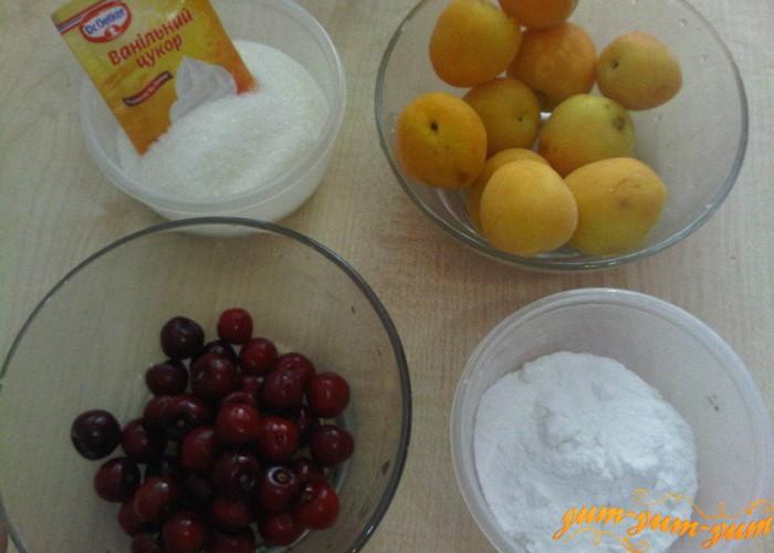 берем абрикосы, черешню, сахар и крахмал