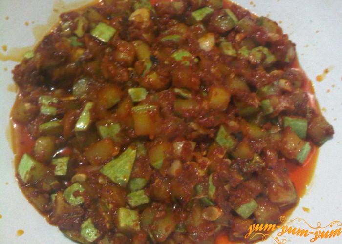 Подготавливаем овощи для икры