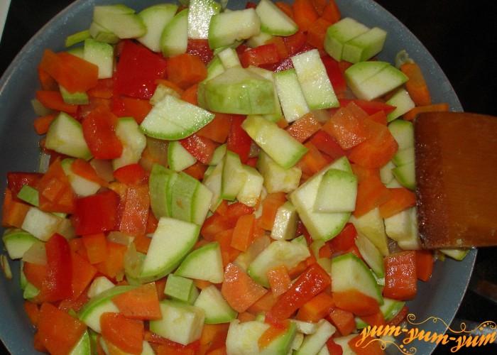 овощи нарезать кубиками для запекания