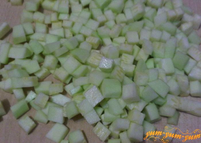 кабачки для варенья режем кубиками