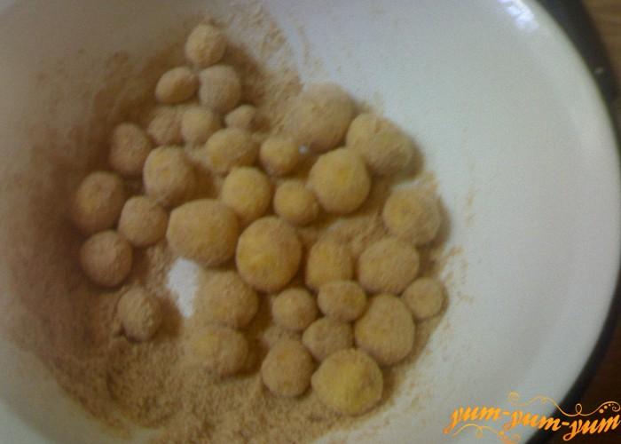 картофель обвалять в панировке