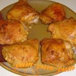 Куриные бедра с чесноком готовы