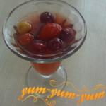 Компот из черешни и клубники рецепт с фото