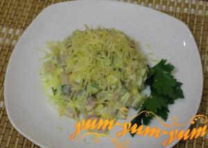 Готовый салат с ветчиной и огурцами