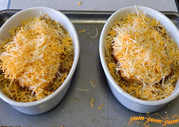 тарелки с супом по французски ставим в духовку