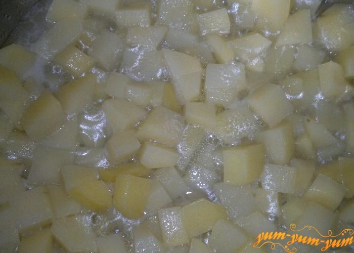 отварить картофель для рагу из кабачков