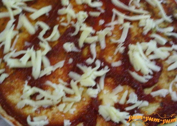 сверху томата сыр