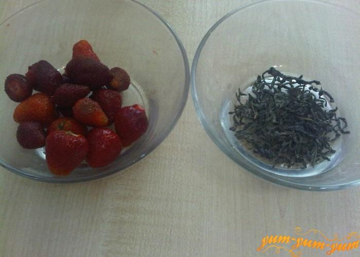 подготовим спелую клубнику и зеленый чай