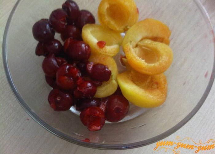 абрикосы и черешню очистить от косточек