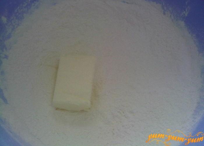в муку для кекса добавить мягкое масло
