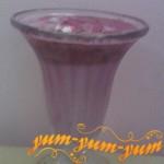коктейль из клубники и мороженого можно подавать к столу
