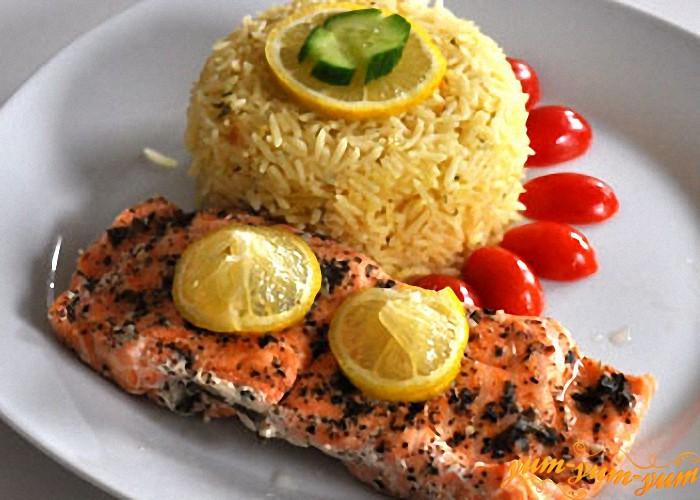 Запеченное филе лосося можно подавать к столу