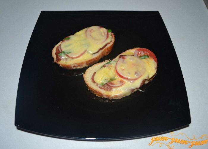 готовый бутерброд подаем к столу