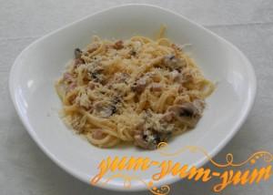 Спагетти с ветчиной грибами и сыром рецепт с фото
