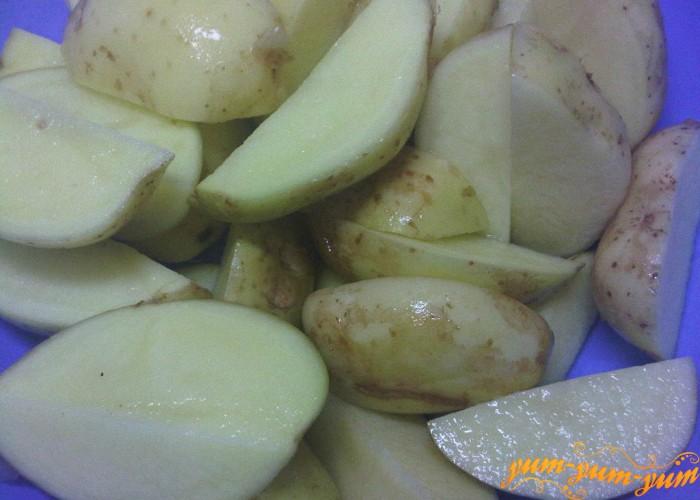 картофель моем и режем