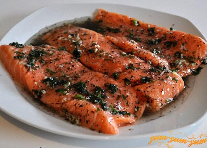 маринуем филе лосося в специях