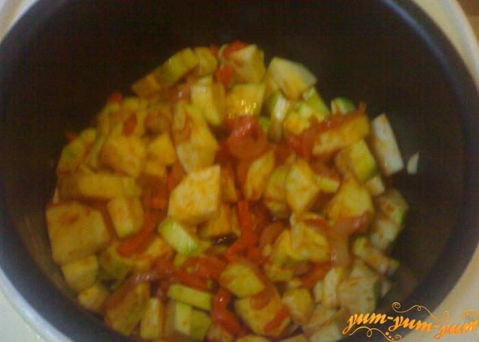 овощи для плова обжариваем