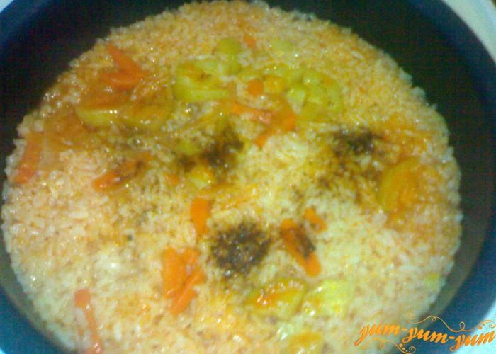 добавляем в овощи рис