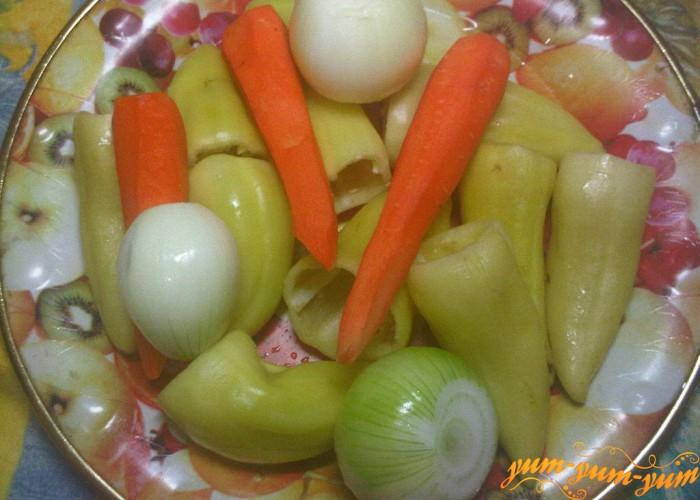 перец, морковь и лук чистим