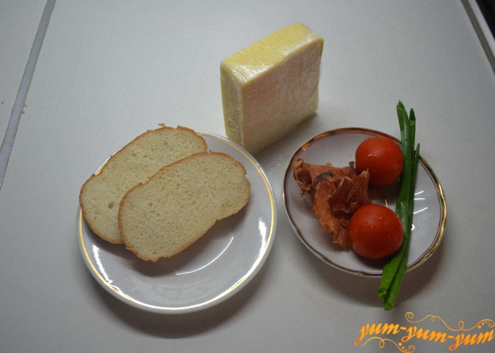 подготавливаем хлеб, мясо, сыр и зелень