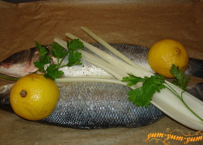 рыбу маринуем лимоном и специями