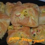 Конвертики из слоеного теста с морепродуктами рецепт с фото