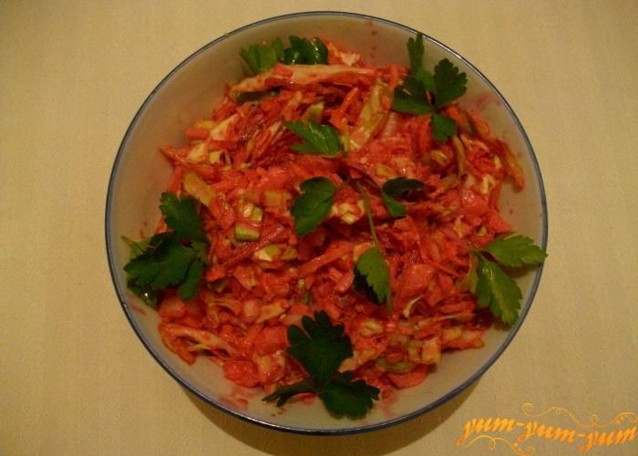 салат с капустой подаем к столу