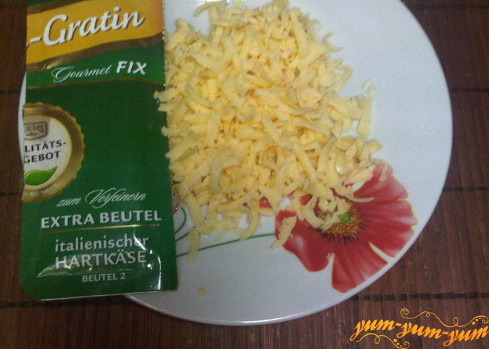 твердый сыр на терке и пармезан