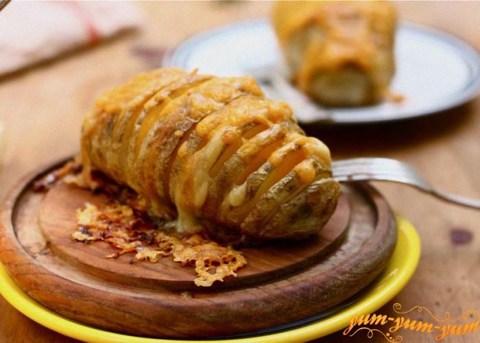 запекаем картофель до готовности
