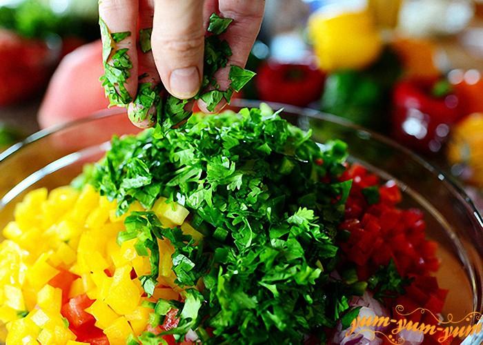 заправляем салат петрушкой