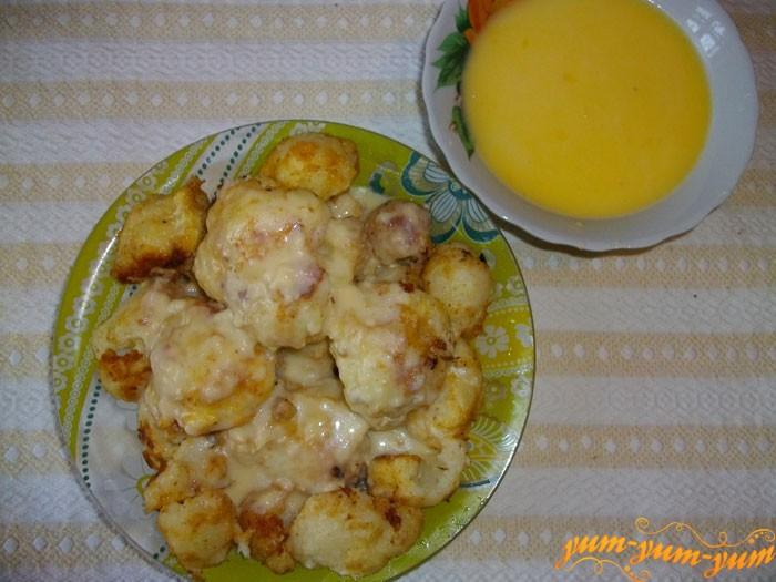Добавляем взбитые желтки с лимонным соком