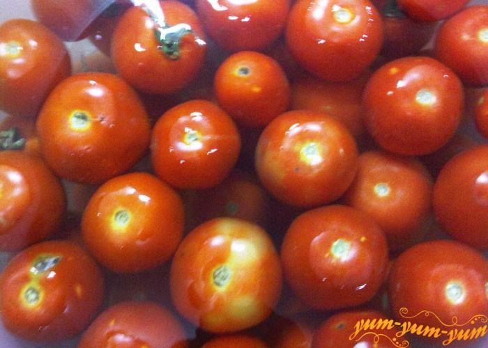 Отбираем целые спелые помидоры