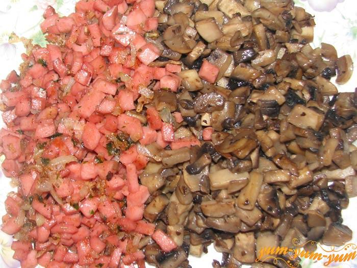 Смешиваем грибы и ветчину