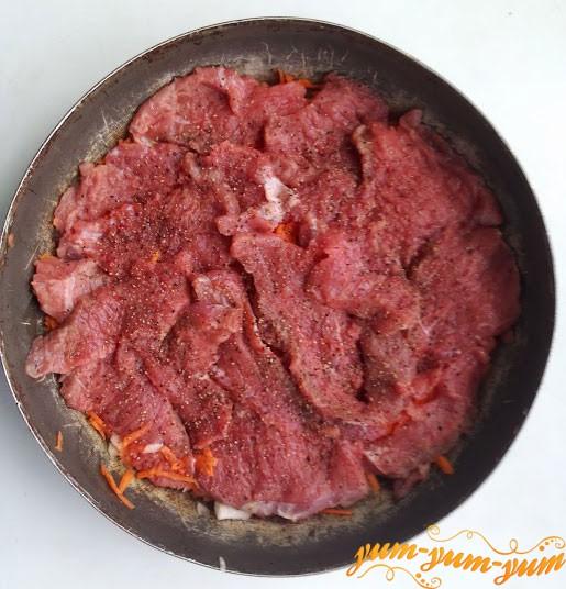 Выкладываем второй слой из говядины
