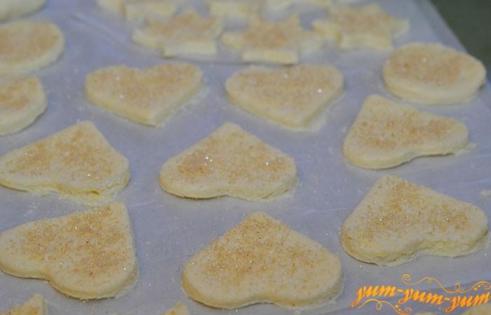 Вырезаем печенье из творога