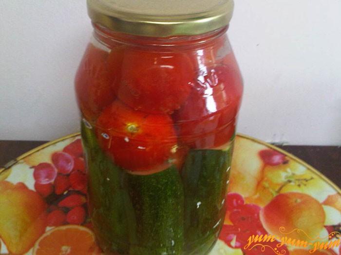 Закручиваем помидоры и огурцы на зиму